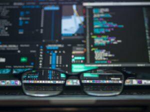 Veeam har nu över 400 000 kunder som använder dess backup-lösningar för att skydda, hantera och frigöra sina data 3