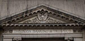 Svenskarnas förtroende för banker sjunker i spåren av covid-19