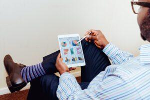 45 procent av ekonomifunktionerna har inte högre digital mognad än att de kan exportera kalkylblad från sitt ERP-system